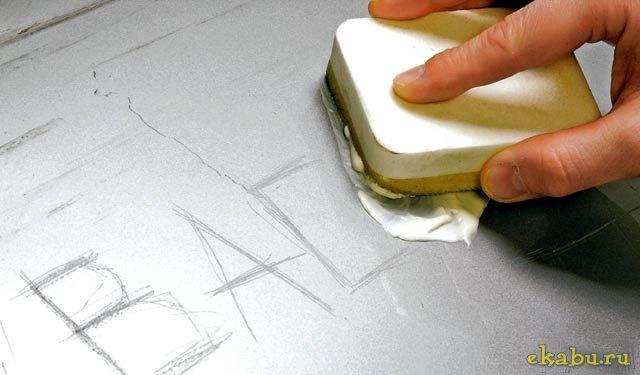 Как убрать царапины на стекле стола